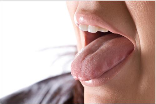 Σε τι οφείλεται η πικρή γεύση στο στόμα σας το πρωί;