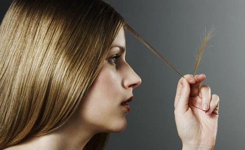 Μυστικά ομορφιάς - Γυναίκα με ψαλίδα