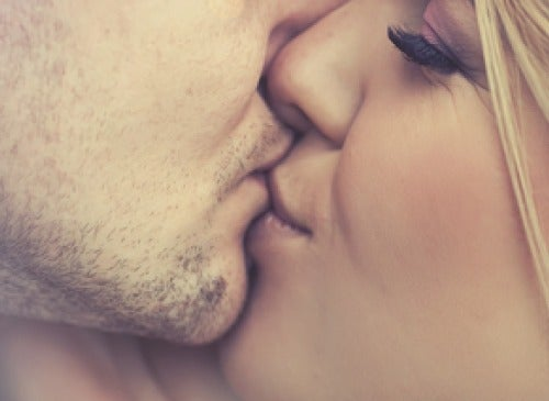 Τα 7 προτερήματα του φιλιού