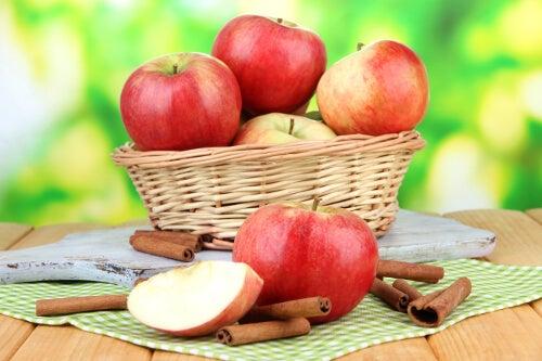 απομάκρυνση των τοξινών  με μηλα
