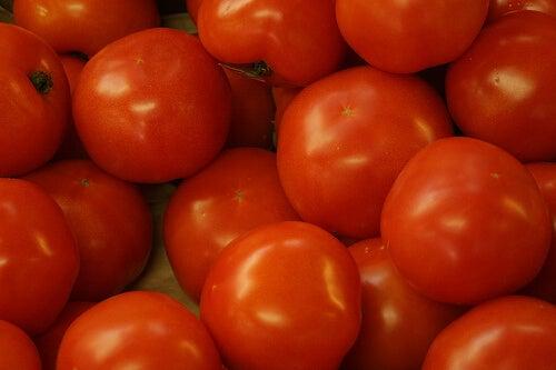 Τα καλύτερα φυσικά διουρητικά - Ντομάτες