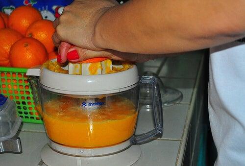 Φυσικοί τρόποι καθαρισμού του εντέρου - Στύψιμο πορτοκαλιού