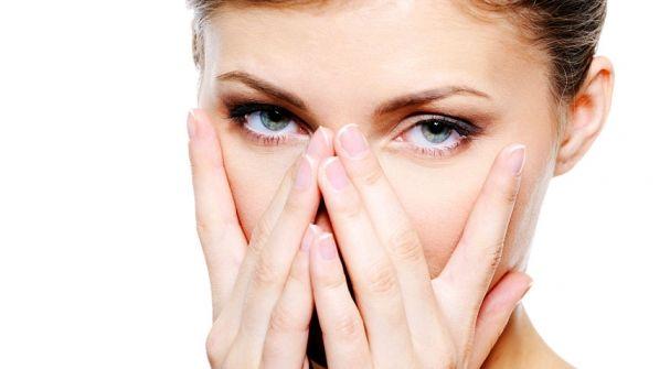 ερεθισμένα μάτια σε γυναικα