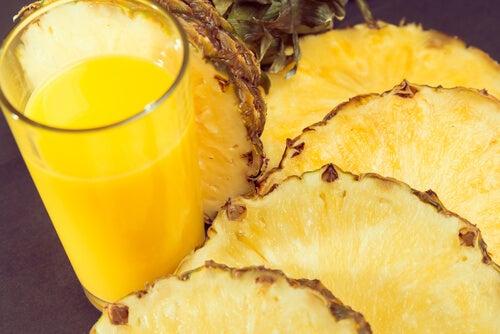 χυμός ανανά, πρήξιμο στην κοιλιά