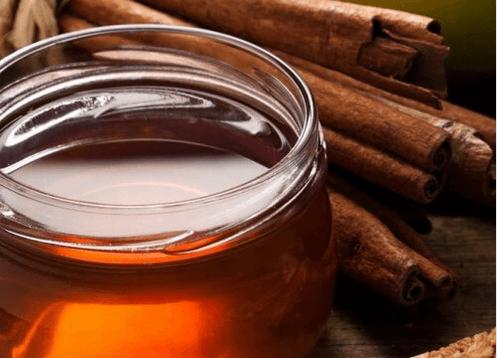 θεραπεύσετε τις σκασμένες φτέρνες - μέλι