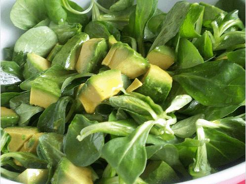 salata me avokanto