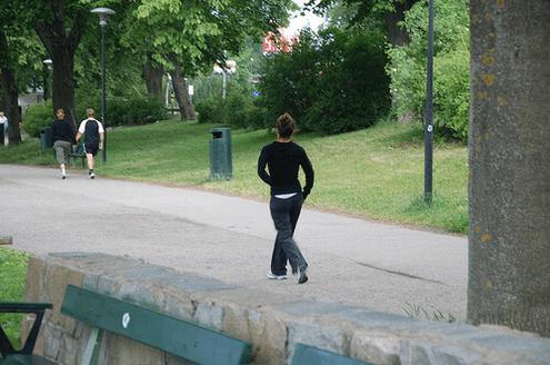 σύσφιξη των γλουτών με περπατημα