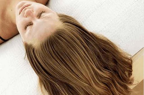 Θεραπείες ομορφιάς με μηλόξυδο - Γυναίκα με μακριά μαλλιά