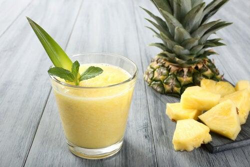 Χυμοί και αφεψήματα για τον πονόλαιμο - ανανάς