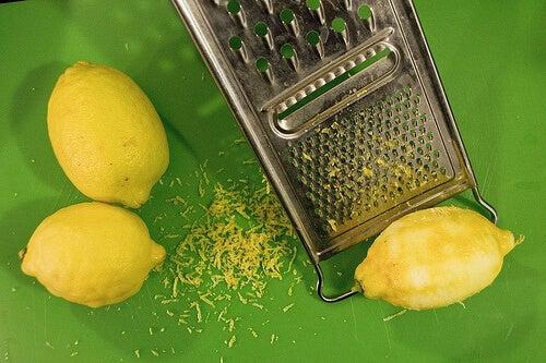 φλούδα λεμονιού για σπιτικά πίλινγκ