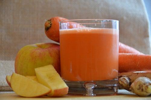 Υγιεινοί φρουτοχυμοί- καρότο μήλο