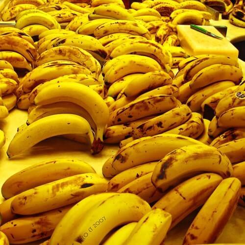 Σπιτικές θεραπείες για τις σκασμένες φτέρνες- μπανανα