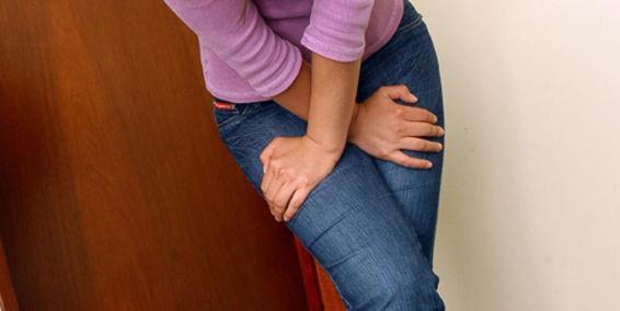 Συνήθειες που βλάπτουν τα νεφρά - Γυναίκα με ακράτεια