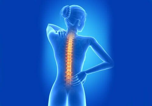 Πόνοι που δεν θα πρέπει να αγνοήσετε ποτέ - στην πλάτη