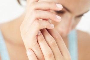 πρήξιμο των δακτύλων- γυναικεια δάχτυλα