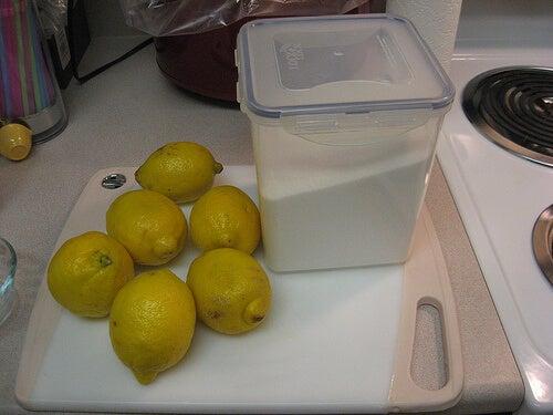αποτρίχωση με καραμέλα ζαχαρη και λεμονια