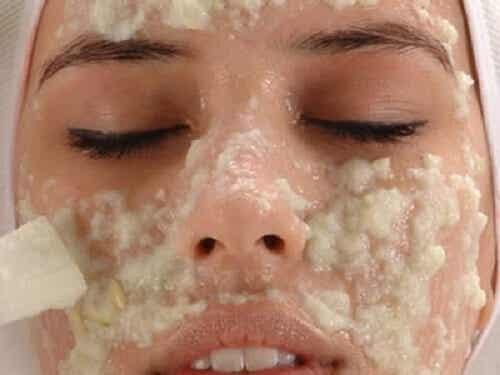 Σπιτικές θεραπείες για πιο φωτεινό δέρμα
