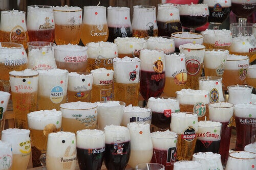 Η μπύρα κάνει καλό - Πολλές διαφορετικές μπύρες σε ποτήρια