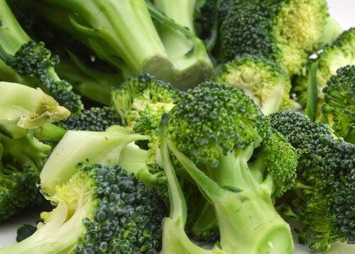 τροφές που συμβάλλουν στην αποτροπή της οστεοπόρωσης - μπρόκολο