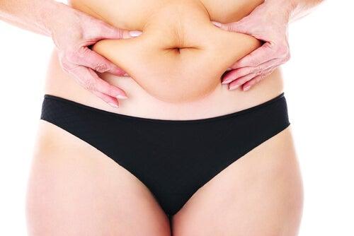 Εκπληκτικές χρήσεις του μηλόξυδου - Γυναικεία κοιλιά με παχάκια
