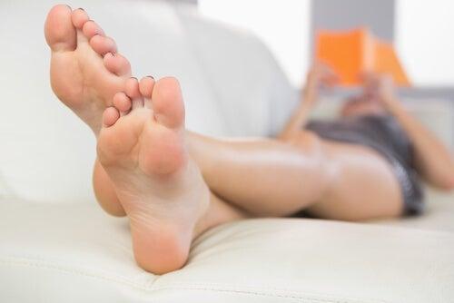 Εκπληκτικές χρήσεις του μηλόξυδου - Γυναικεία πόδια