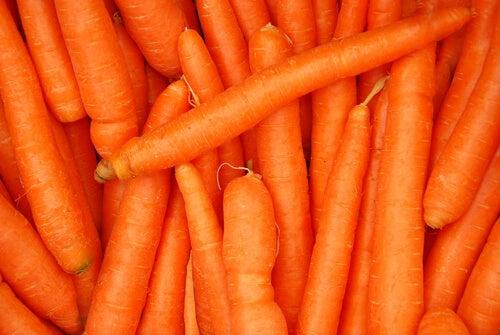 τροφές που συμβάλλουν στην αποτροπή της οστεοπόρωσης - καρότο