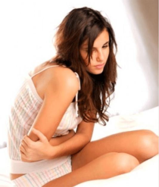 Καθαρισμός του παχέος εντέρου - Γυναίκα με πόνο στο στομάχι
