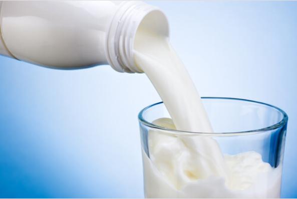 Γάλα σε ποτήρι