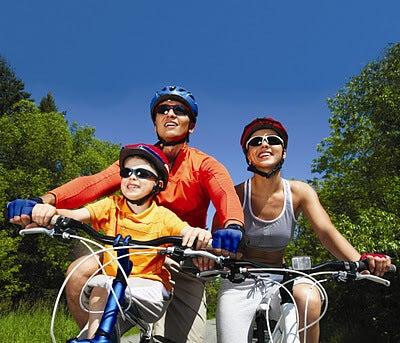 Ελέγξετε το άγχος - Οικογένεια κάνει ποδήλατο