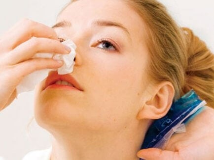 Τι να κάνετε εάν αιμορραγείτε από τη μύτη