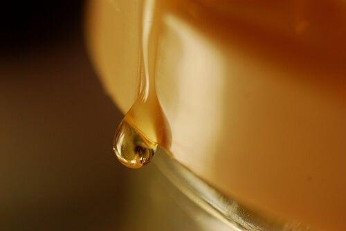 Μια κουταλιά κανέλας και μελιού - Μια σταγόνα μέλι