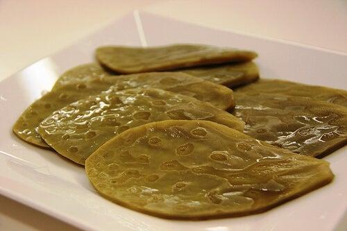Θεραπευτικές ιδιότητες το Νοπάλ - Φύλλα Νοπάλ σε πιάτο