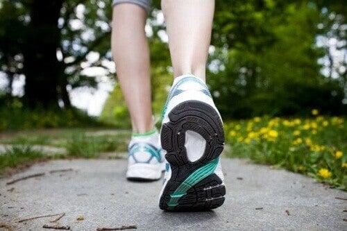 γλιτώσετε από την αρθρίτιδα - περπατημα