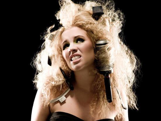 Πώς να τιθασεύσετε τα φριζαρισμένα μαλλιά