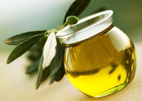 Ρυθμίστε την υψηλή χοληστερίνη - Ελαιόλαδο σε δοχείο