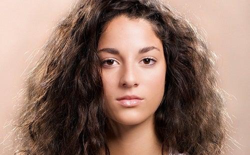 Τιθασεύσετε τα φριζαρισμένα μαλλιά