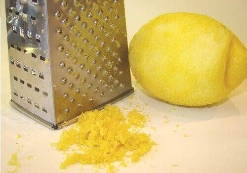 σπιτική λεμονόπιτα - φλούδα λεμόνι