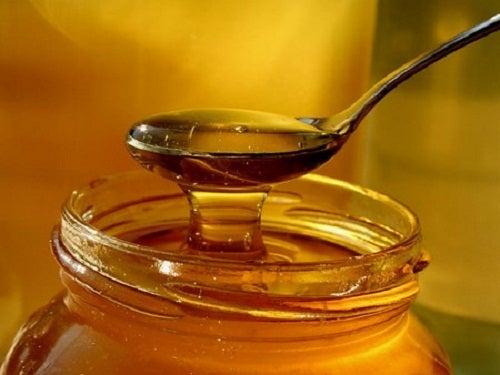 μέλι - από τις τροφές που δεν πρέπει να βάζουμε στο ψυγείο