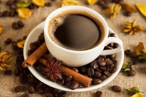 Οι χειρότερες τροφές για το βράδυ - καφες
