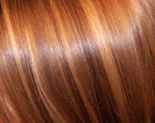 Φυσικοί τρόποι για να ανοίξετε το χρώμα των μαλλιών σας