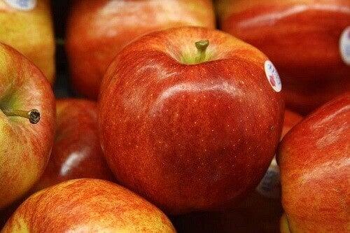 Τροφές που καθαρίζουν το παχύ έντερο- μηλα
