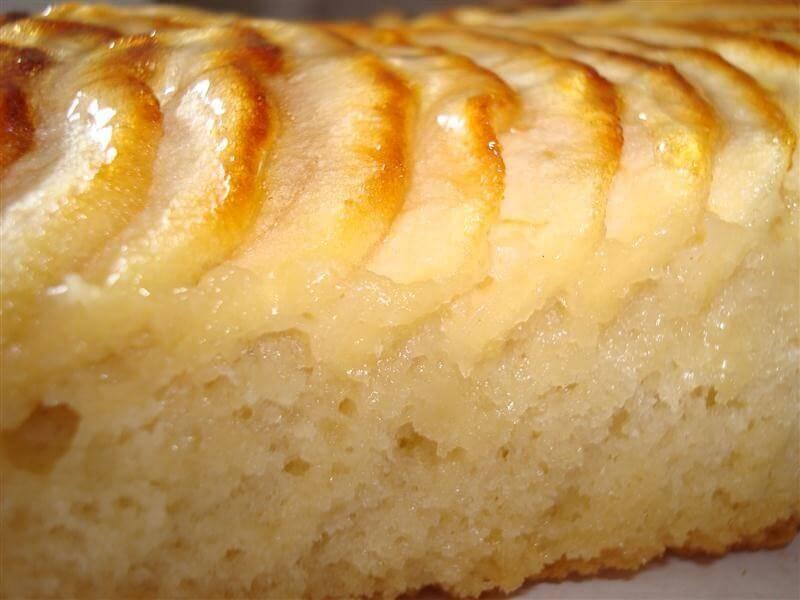 Κέικ μήλου - Φέτες μήλου πάνω σε κέικ