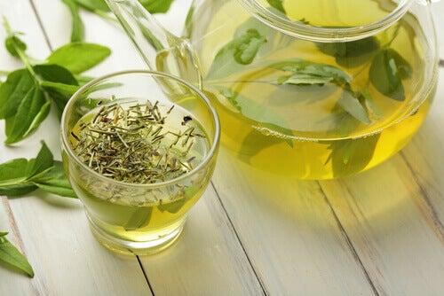 Τροφές που καθαρίζουν το παχύ έντερο- πρασινο τσαι