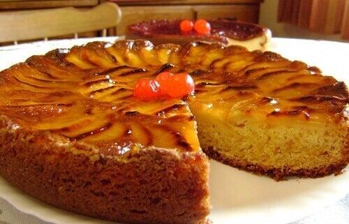 Συνταγή για αφράτο κέικ μήλου. Δείτε την εδώ!