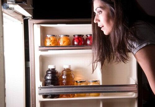 Οι χειρότερες τροφές που τρώτε πριν πέσετε για ύπνο