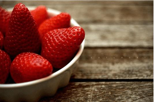 φράουλες μια από τις τροφές για τα νεφρά