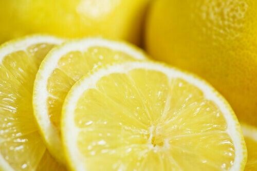 φρούτα για επίπεδη κοιλιά - λεμόνι