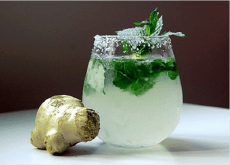 Λεμόνι και τζίντερ - Ένα ποτήρι πράσινο τσάι και μια ρίζα τζίντζερ