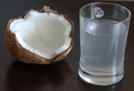Σπιτικές θεραπείες για τις λοιμώξεις των νεφρών - νερό καρύδας