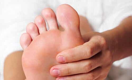 Κουρασμένα πόδια: πώς μπορείτε να τα ανακουφίσετε